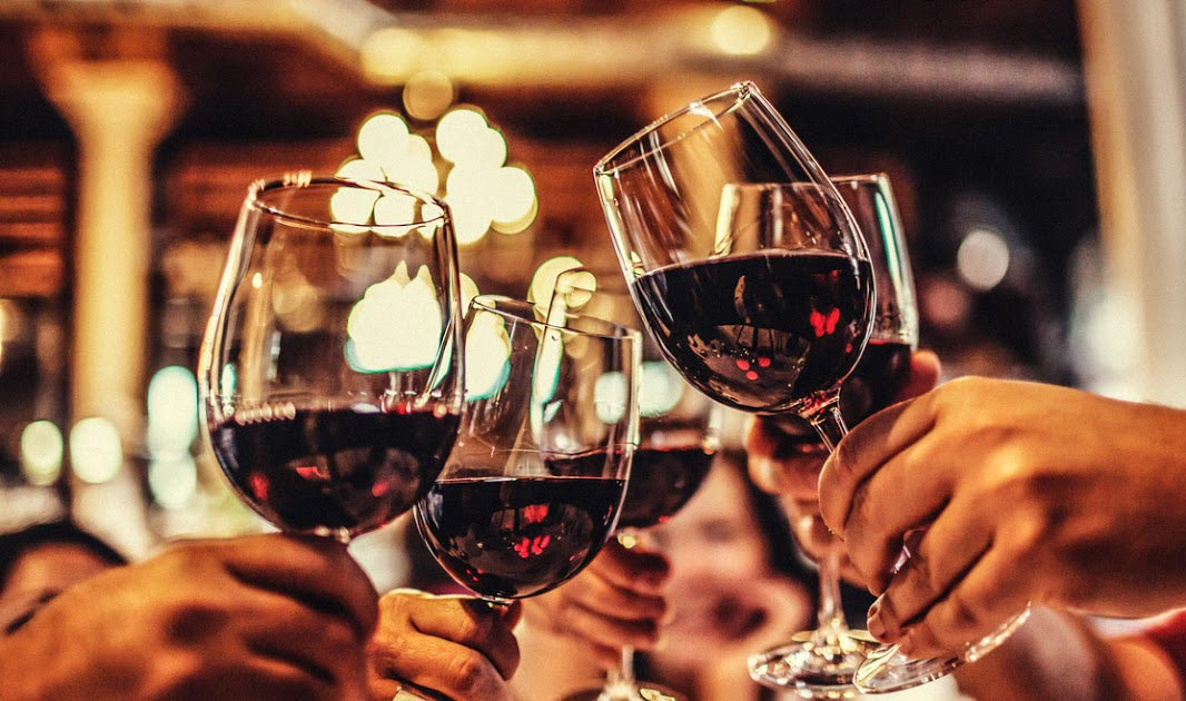 Trong dịp tết, người bệnh động kinh nên hạn chế rượu, bia và các chất kích thích